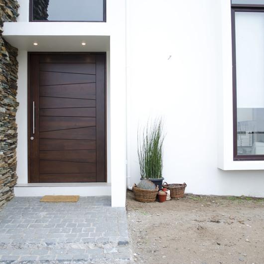 Puertas plataforma arquitectura for Puertas principales modernas en madera
