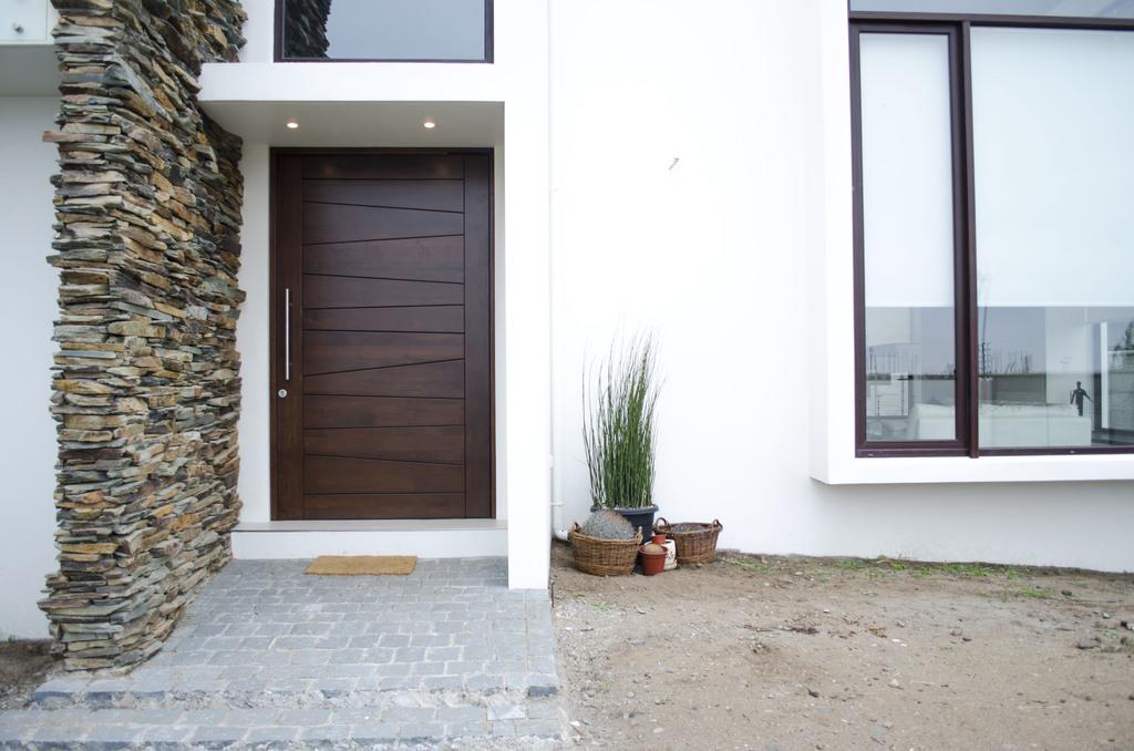 Puertas de madera s lida a pedido de ignisterra for Puertas metalicas para casas modernas