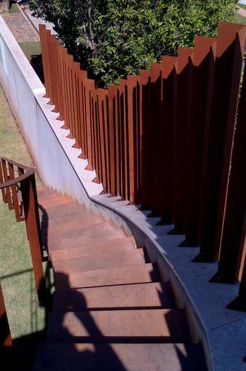 Aplicação em escadas e guarda corpo