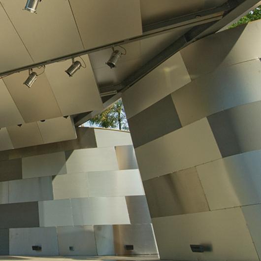 Materiales Compuestos de Aluminio  – Metales Decorativos / ALPOLIC