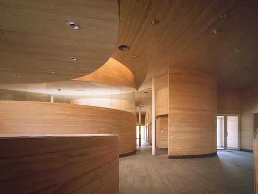Revestimiento de madera decofaz de arauco for Planchas para revestimiento interior