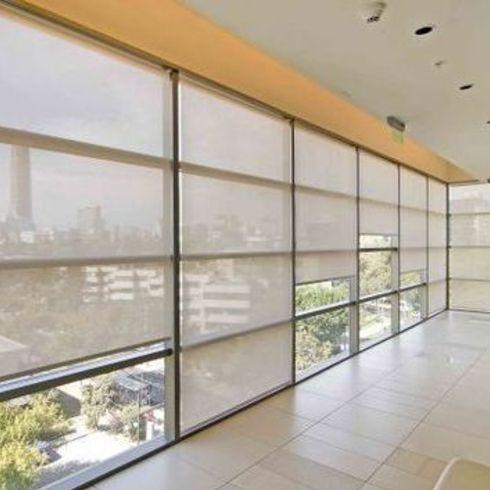 Aplicación de Cortinas Roller Quantum en Clinica Indisa / Hunter Douglas Window Covering