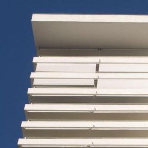 Aplicación de Toldos Exteriores Droppy Cabrio en edificio Parque Carlos XII / Hunter Douglas Window Covering