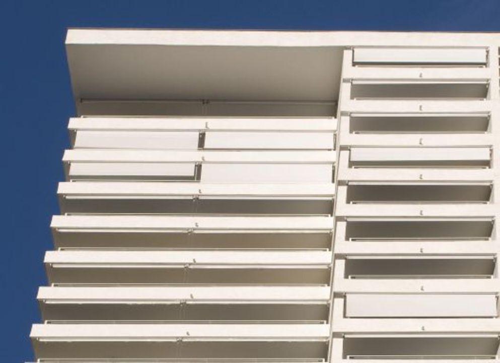 Aplicación de Toldos Exteriores Droppy Cabrio en edificio Parque Carlos XII