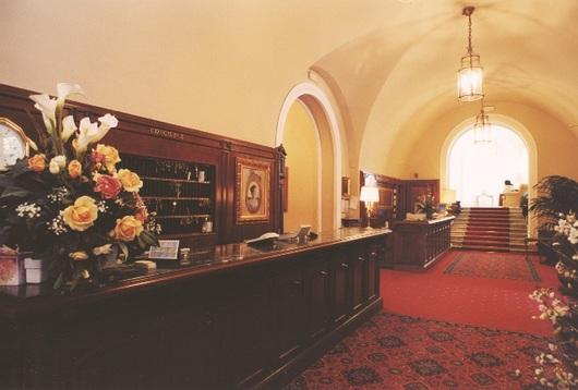 Balcão da recepção, reconstruído com base no desenho original de Ernesto Basile no Grand Hotel Villa Igiea, Palermo