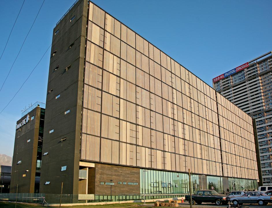 Madera Laminada y Tableros en Edificio DUOC-UC