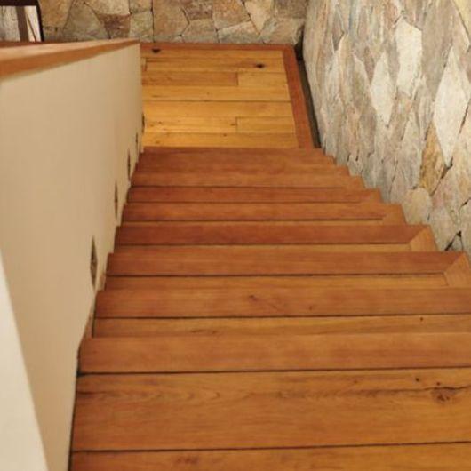 Escaleras de madera / Pisos Casablanca