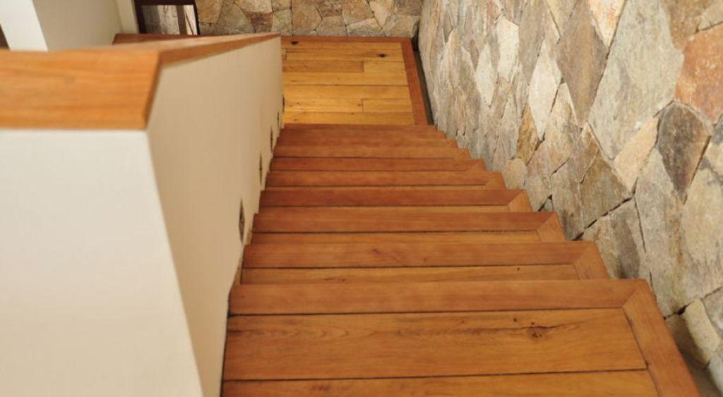Escaleras de madera de pisos casablanca for Tipos de pisos para escaleras