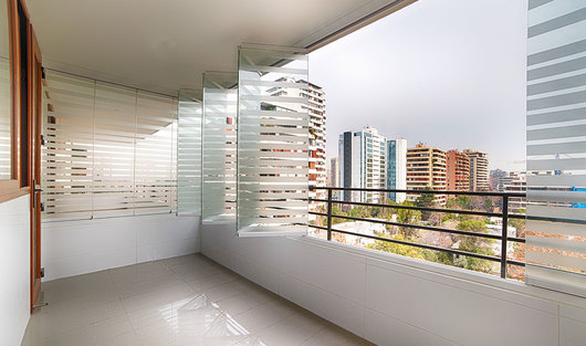 Cierres vidriados para balcones con antepecho