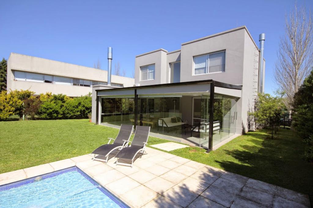 Cierre vidriado para quinchos de ducasse industrial for Los mejores techos de casas