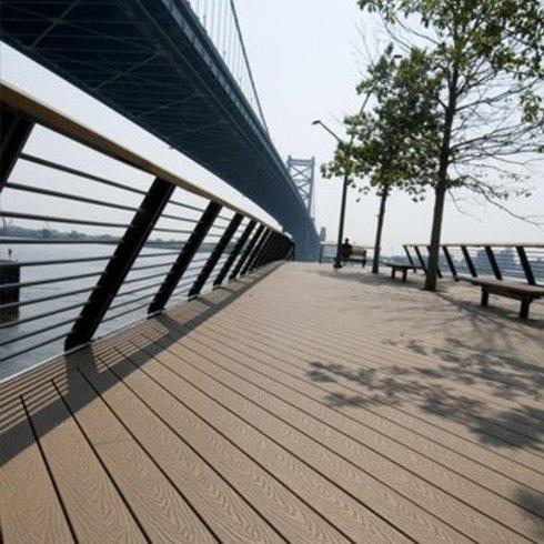 Decks Exteriores en Race Street Pier Park, Philadelphia / Carpenter