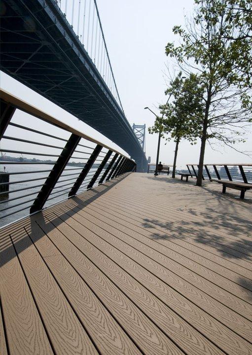 Decks Exteriores en Race Street Pier Park, Philadelphia