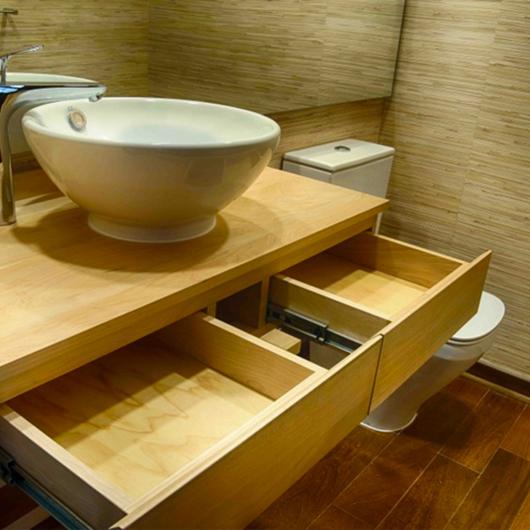 Mobiliario para Baños en Madera de Lenga / Ignisterra