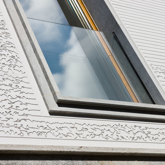 Sistema de aislación térmica y terminación exterior con revestimiento pesado - StoTherm Silt EIFS / Sto