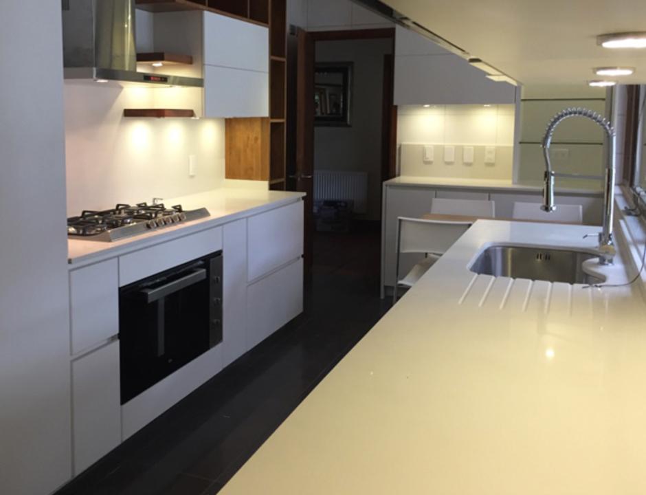 Proyecto de mobiliario de cocina en madera de lenga de for Mobiliario para cocina