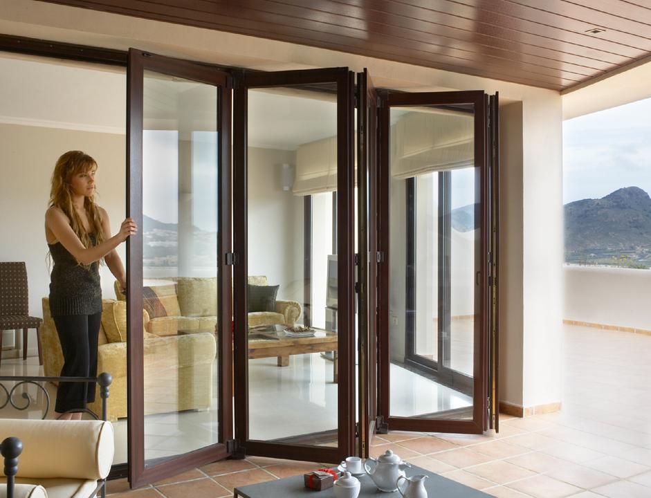 Sistema de puertas plegables de deceuninck for Puertas plegables de interior