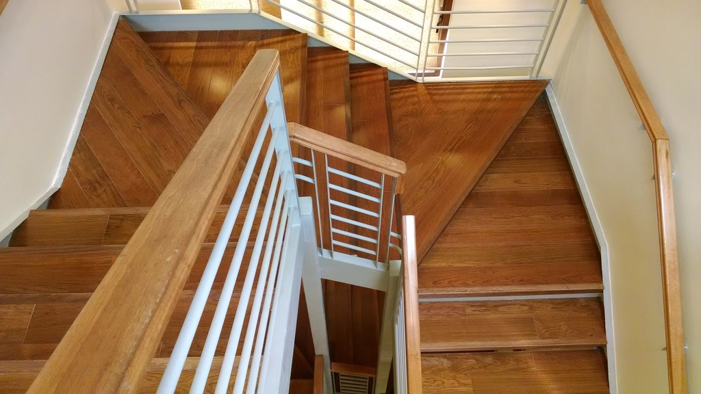 Pisos de madera escaleras y terminaciones de ab kupfer for Formas de escaleras de concreto