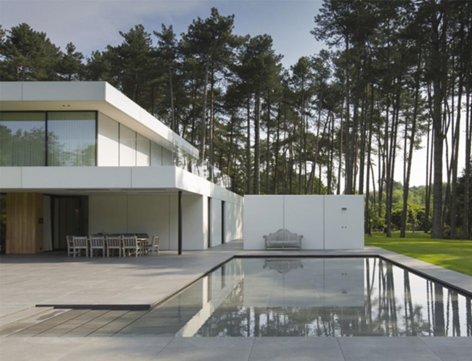 Floor tiles in a minimalist villa in antwerp from mosa for Minimalist villa design
