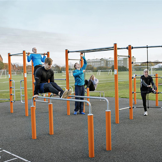 Equipamiento deportivo KOMPAN® Street Workout / UrbanPlay